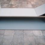 R.Rychter, NOKTURN ( tojest tobiałe łóżko) obiekt, 2006 r. wymiary: 220x80x50 materiał: blejtramy, drewno